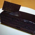 リュードパッシー - ノーブル(473円)♪重量感のあるチョコレートケーキ!