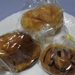 ぐうちょきぱん - 買ってきたパン、メロンパン@125、クリームパン@115、あんぱんまん@50