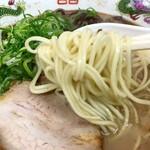 桂華ラーメン - するりと自家製玉子麺!