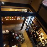 四万温泉 柏屋カフェ - [内観] 2F 客席から 1F ショップを見る。
