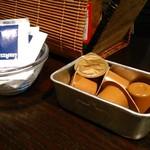 四万温泉 柏屋カフェ - [内観] テーブル上 調味料類 ①