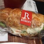 カフェ アンド デリ ベッカーズ - クロワッサンサンドイッチも食べやすく美味しいです。