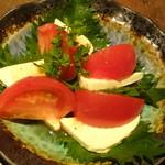 京町個室居酒屋 魚御殿 - トマトとチーズの和仕立てカプレーゼ(雲丹しゃぶ料理コースの4000円コース)