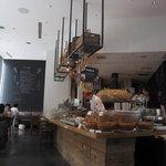 ピッツァ サルヴァトーレ クオモ 梅田 アンド ザ バー - Lunch: 夜とは違う雰囲気