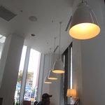 ピッツァ サルヴァトーレ クオモ 梅田 アンド ザ バー - Lunch: 明るい店内