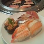52430027 - 寿司&焼いている肉