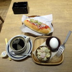 ATHREE PARLOR - ホットドッグモーニングセット713円