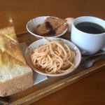 カフェテラス101 - 料理写真:ブレンドコーヒー380円とモーニング