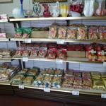 坂栄養食品 坂ビスケット売店 - 売り場