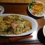 マンダリン マーケット文華市場 - ◆至福のあんかけ焼きそば定食(Bセット:13品目サラダ・スープ・漬物付き)980円。 ご飯・漬物・スープが付くAセットもあります。