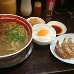 徳島ラーメン 麺王 - 肉入りラーメン+餃子セット