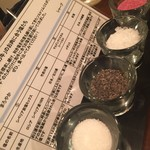 52436718 - 予めテーブルに置いてある,4種類の塩