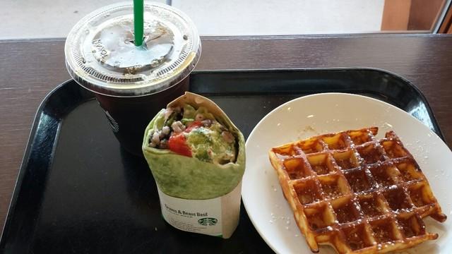 スターバックスコーヒー 上野恩賜公園店 - サラダラップ 雑穀&ビーンズ バジル アメリカンワッフル