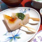 常盤館 - 田楽は、酢味噌と山椒味噌で。茹でたこんにゃくの素朴な風味、アツアツを頂こう