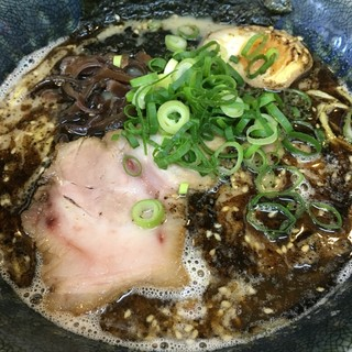 とんこつ麺屋 火の国 - 料理写真:火の国しおラーメン、白