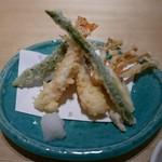 52451976 - 天ざるの天ぷら