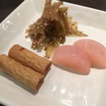 寿司源 藤沢大庭店 - 自家製のお漬物(´,,•ω•,,`)♡ うーまーいー