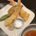 寿司源 藤沢大庭店 - 海老の天ぷら