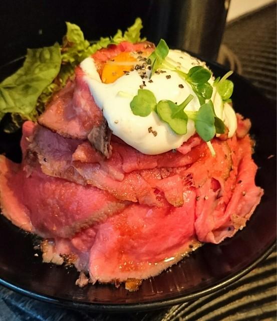 レッド ロック 高田馬場店 - ローストビーフ丼  ¥850