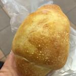トリーゴ - 塩パン 115円