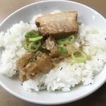 らーめん藤 - チャーシュー油かすご飯完成