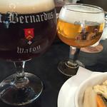 52460739 - ビール2種とピクルス