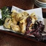 郷土食堂 - やまびこしめじ天ぷら