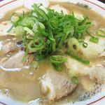 がんこもんラーメン 博多店 - 朝からチャーシューメン食べてるのは私です(笑)。