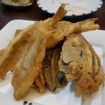旬菜 すがや - 本キスと茄子の天ぷら330円。