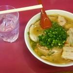 豚平 - お冷+豚平ラーメン