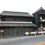 大村庵 - 古民家風の建物
