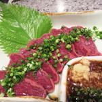 焼肉のひがし田 - 馬刺し。 福岡の筑後のほうは、馬肉をよく食べるそうです。