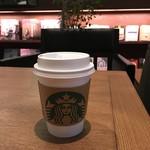 スターバックスコーヒー - 2016年6月 蔦屋の中心にある、有料席から無料に戻ったエリア♪