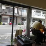 鎌倉バワン - 店内からの様子