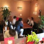 あきこのちゃんぽん - 女性が多い店内。イニシエ系中華食堂ではなく、コギレイな中華ダイニングってカンジかな。