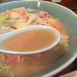あきこのちゃんぽん - スープが脂肪分は少ないのに、コラーゲン感がたっぷりで、トロっと濃厚なので、満足感があります。