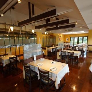 落ち着いた雰囲気のレストラン