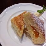 KAKO - 重量感のある杏チーズケーキ
