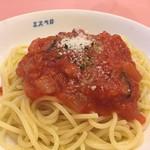 52485695 - 冷製パスタ。ランチの1の皿より。トマトとベーコンのソース。麺の茹で具合とソースの塩気が最高。