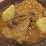 52485706 - 鶏肉のエスパニョーラソース煮。ランチの2の皿の日替わりメニューより。