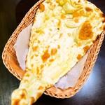ヒマラヤレストラン&バー - おかわり自由のプレーンナン
