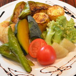 パネイラ - パネイラ特製・旬の野菜の盛り合わせ 焼きたて、蒸したて!質・量ともに大満足の旬の野菜盛り合わせ