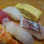寿司 紫 - *多分「カンパチ」かしら・鯵・烏賊・玉子焼き 玉子焼きには葱が入り、いいお味です。鯵も美味しい。