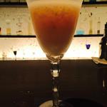 バーN - フレッシュフルーツ。桃のショートカクテル