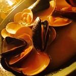 シャンタ ムール - ムール貝とハマグリのワイン蒸し