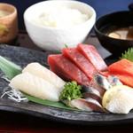 海鮮蔵 魚魚魚 - 刺身定食