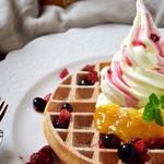 オリーブオイルとソフトクリームのお店 EVERYDAY OLIVE - ベリーワッフル(Lサイズ)