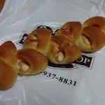 ベーカリーショップ パンヘッド - 料理写真:ベーコンチーズエピ 通常価格170円(税別)