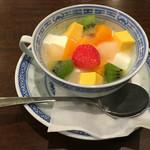 とり天発祥の店 レストラン東洋軒 - 杏仁豆腐 ¥400