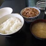52500996 - モツ煮定食